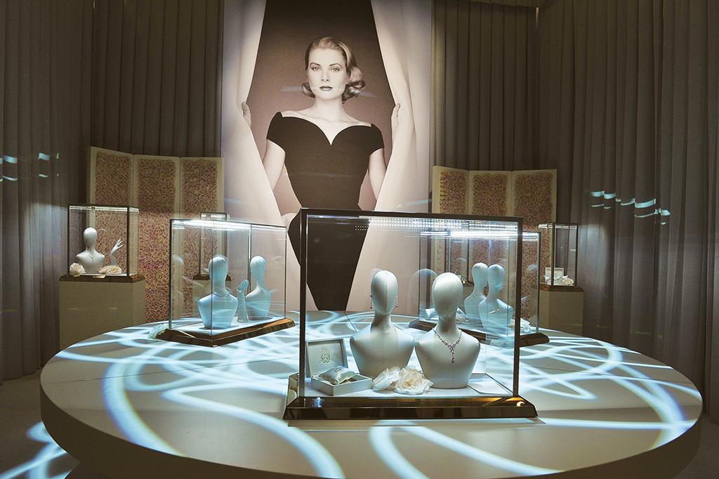 Installazioni: Esposizione Mont Blanc Princess Grace de Monaco Collection